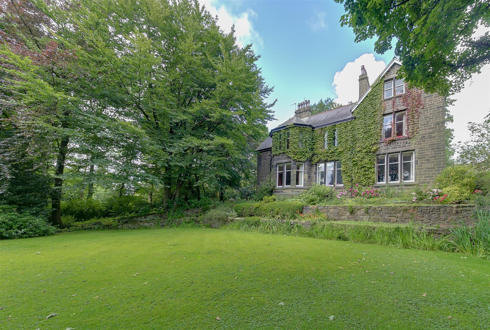 7 Bedrooms Detached House for sale in Vicarage Lane off Haslingden Road, Rawtenstall
